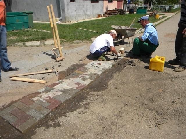 Санација на ударните дупки низ улиците во Пехчево