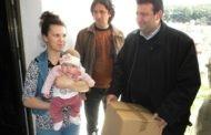По повод недела на имунизација градоначалникот Поповски во посета на неколку семејства во општината