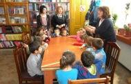 """Дечињата од детската градинка """"7 Септември"""" во посета на библиотеката """"Кочо Рацин"""""""