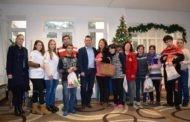Тренчовски со новогодишни пакетчиња ги израдува лицата со посебни потреби