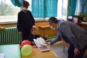 Возбуда, радост - прв пат во школските клупи - Првачиња среќно!