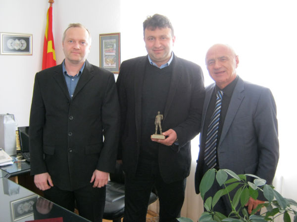 Управителите на фирмата ,, Кадиица метал '' - Пехчево, Алексеј Страхуњин и Николајчо Николов, беа на работна средба со градоначалникот на Пехчево, Игор Поповски.