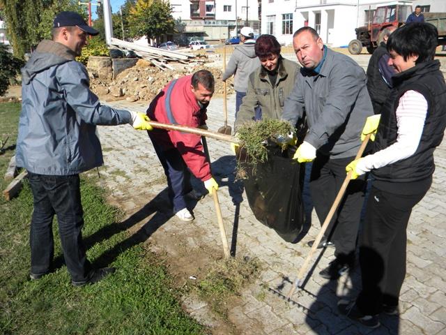 Акцијата започна во 9 часот, а се чистеше на две локации во општината за расчистување на отпад на кејот на реката писа и во дворот на ООУ ,, Ванчо Китанов ''. Во акцијата за расчистување на отпадот беа вклучени и возила за собирање и транспорт на отпадот.