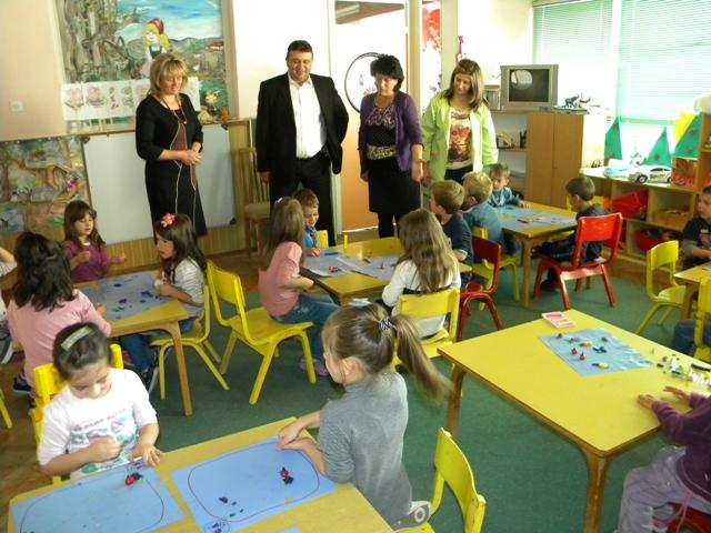 Градоначалникот на општина Пехчево Игор Поповски, во рамките на одбележување на Светската недела на детето, денеска ја посети детската градинка ,, 7 Септември ''.