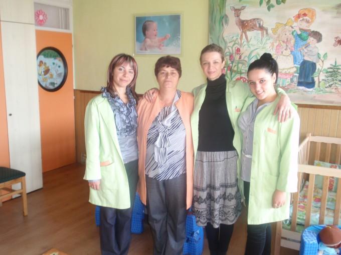 """Како резултат на успешно завршениот процес за избор на општина Пехчево за учество во Програмата за општинско-корисна работа и спроведување на Јавниот оглас за евидентирани невработени лица  за вклучување во Програмата за општинско-корисна работа  соодветно на претходно потпишаниот Договор за соработка помеѓу Програмата за развој на Обединетите нации (УНДП) и општина Пехчево, во рамки на ОЈУДГ """"7-ми Септември"""" Пехчево започна функционирањето на детски јасли."""