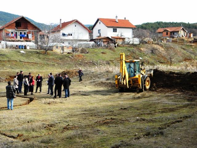 Денес градоначалникот на општина Пехчево Игор Поповски и Министерот за земјоделие, шумарство и водостопанство Љупчо Димовски официјално го одбележаа започнувањето на проектот за Уредување на излетничкото место Езерце во Пехчево.