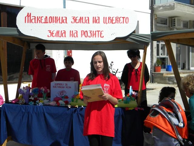 Општина Пехчево во соработка со Министерството за животна средина, денеска на првиот ден од пролетта, ја почнаа големата еколошка акција ,, Македонија земја на цвеќето - земја на розите ''. Кампањата се организира по повод денот на пролетта.