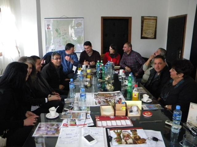 Денеска во кабинетот на градоначалникот на општина Пехчево се одржа средба помеѓу претставници од општина Пехчево и претставници од Советот на Општина Симитли, Р.Бугарија  во врска со новиот повик за поднесување на проекти во рамките на ИПА програмата за прекугранична соработка меѓу Македонија и Бугарија.