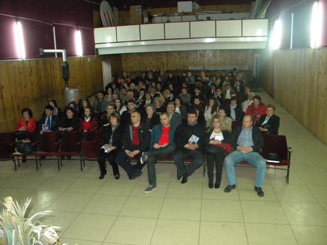 По повод Светскиот ден на книгата и авторското право Матичната библиотека ,, Кочо Рацин '' - Пехчево, традиционално секоја година го одбележува овој ден. Оваа година по повод Светскиот ден на книгата и авторското право 23 Април, вчера во Домот на културата ,, Јане Сандански '', а во организација на Матичната библиотека ,, Кочо Рацин '' се одржа трибина на тема ,, Креирање на позитивната енергија за 7 дена '' од Ниче Димовски.