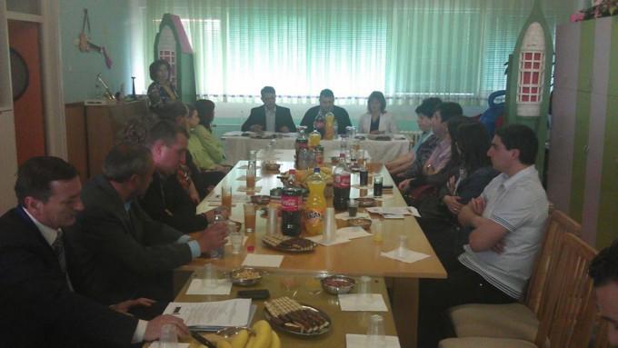 Во просториите на ОЈУДГ ,, 7 Септември '' - Пехчево, се одржа тркалезна маса на тема ,, Воведување на нови мерки за социјална заштита во општина Пехчево ''.