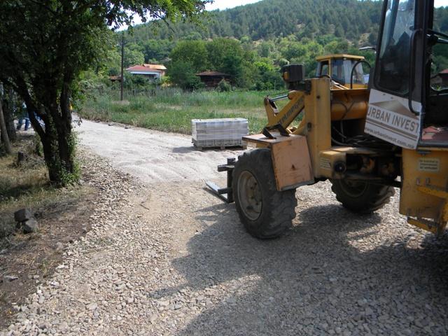 Општина Пехчево продолжува со реализација на својата програма за уредување на патната инфраструктура во руралните средини. Денес започнаа изградбата на улицата во село Панчарево во должина од над 600 метри и широчина од 3,5м.