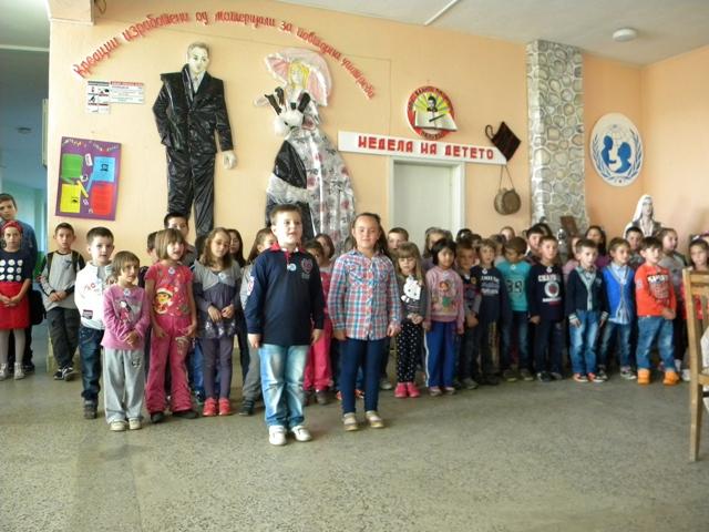 """По повод одбележување на Детската недела, денеска во основното училиште """"Ванчо Китанов"""" -Пехчево беа реализирани повеќе активности меѓу кои и пригодна приредба за прием на првачињата во Детската организација."""