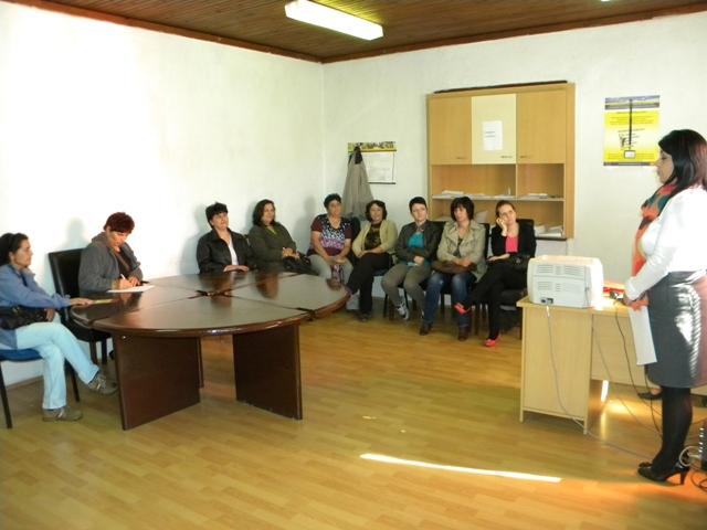 """Во меѓуопштинскиот центар за социални работи во Пехчево денеска се одржа трибина под мотото """"Секое дете има потреба за семејство""""."""