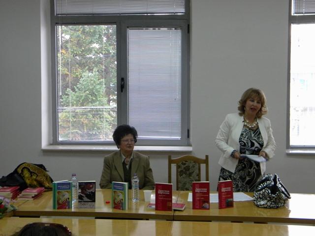 """По  повод месецот на книгата Општинската установа-Матична библиотека """"Кочо Рацин""""-Пехчево организираше средба со писателката Драгица Најческа."""