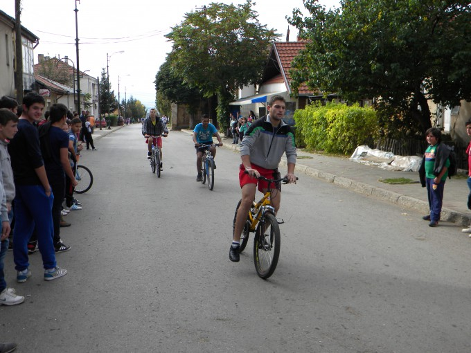 Во согласност со акцискиот план за промоција и поддршка на велосипедизмот за зголемување на нивото на вклученост на учениците во системот на натпревари и спортски активности, во организација на Општина Пехчево, а во соработка со ООУ ,, Ванчо Китанов '' и училишниот спортски клуб Ванчо Китанов, денес се одржа велосипедски натпревар на кој учествуваа над 20 ученици.