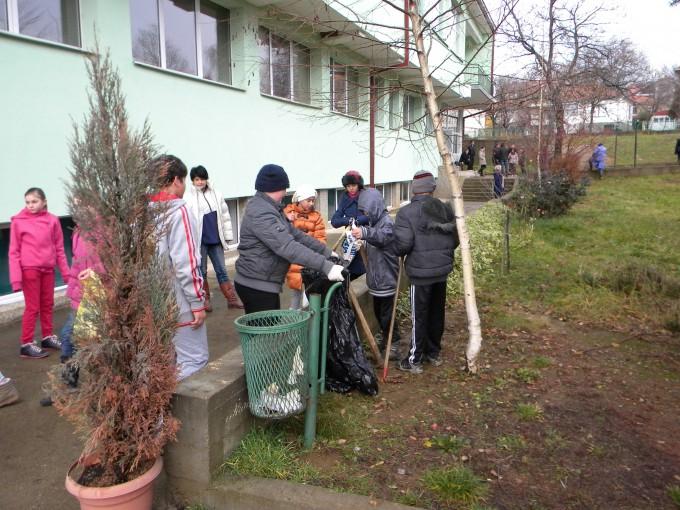 Пехчево и годинава се приклучува кон акцијата Ден на дрвото- засади ја својата иднина. Првите неколку дрвца беа засадени пред два дена и тоа на повече локации низ општината.