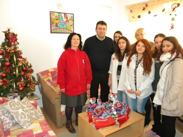 Градоначалникот на општина Пехчево Игор Поповски денеска ги посети Дневниот центар за лица со ментална или телесна попреченост и Центарот за лица без родители од Берово