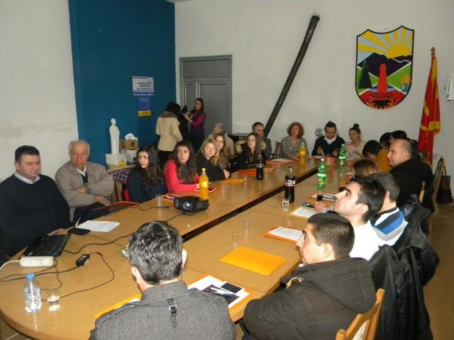 """Денес во организација на Локалната самоуправа, во салата на Советот на Општина Пехчево се одржи Конференција на тема: """"Улогата на младите во процесот на помирување на балканските народи - значењето на мирот и стабилноста во процесот на ЕУ интегрирање на земјите од регионот""""."""