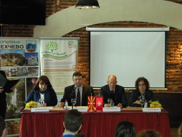 """Денес општина Пехчево официјално отпочна со реализација на проектот """"Воспоставување на Едукативен центар за зачувување на природата во Брегалничкиот регион во с. Негрево"""", со поддршка од Програмата за зачувување на природата во Македонија, која е финансирана од страна на Швајцарската агенција за развој и соработка (SDC).Координатор на Програмата во Р.Македонија е Фармахем, во партнерство со Швајцарската организација Helvetas Swiss Intercooperation."""