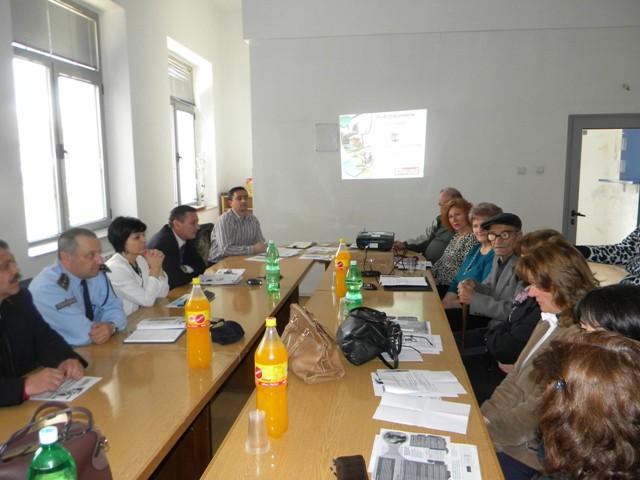 Вчера во Салата за состаноци при општина Пехчево, се одржа информативен состанок со претстваници од општина Пехчево, претставници од МТСП-Меѓуопштински центар за социјални работи Берово и АВРМ-Биро за вработување Берово, по повод предстојните активности за подготовка на апликација за најновиот Повик за учество во програмата Општинско-корисна работа за 2015 година.