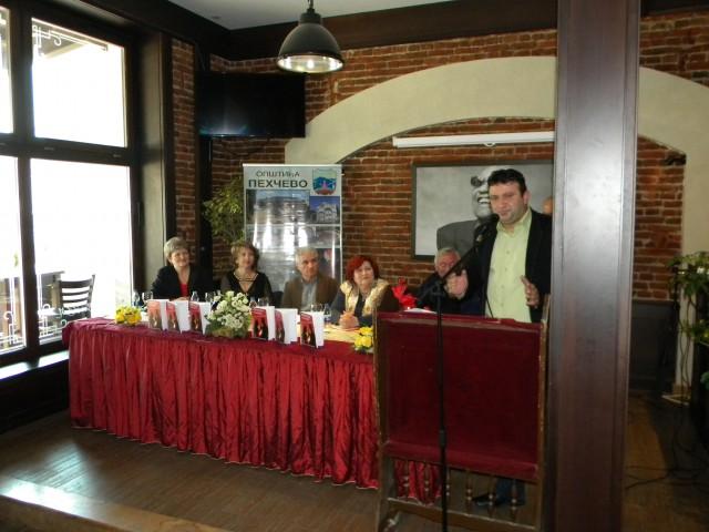 """Вчера во просториите на кафе бар """"Ким"""", по повод 45 години од раѓањето на авторот Габриела Костадинова се одржа промоција на книгата """"Црвената боја на љубовта""""."""