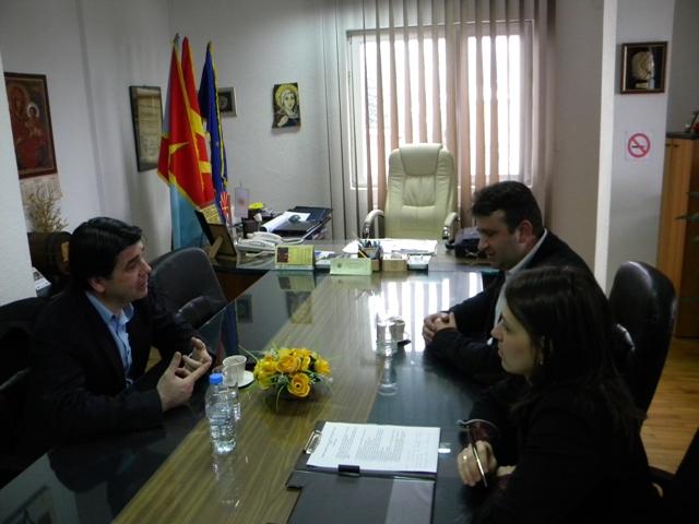 Согласно законот за изменување и дополнување на законот за домување, откуп на станови по проектот ФП 1340 и за сите проблеми со кои се соочуваат граѓаните на овој план, во кабинетот на градоначалникот Поповски се одржа отворен ден за жителите на Пехчево.
