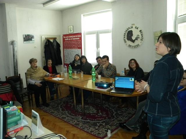 """Во Пехчево се одржа работилница на тема """"Видови на билки и шумски плодови во Пехчево"""" која е дел од проектот """"Пехчевци горди со водопадите и Равна Река """"."""
