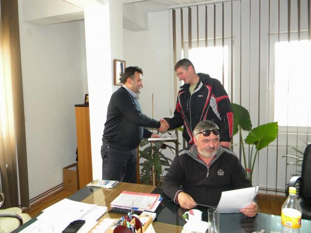 Денес во општина Пехчево беа доделени сертификатите за авто-такси возачи на кандидатите кои што ја завршија обуката и го положија испитот за добивање на Сертификат за авто-такси возач во општина Пехчево.