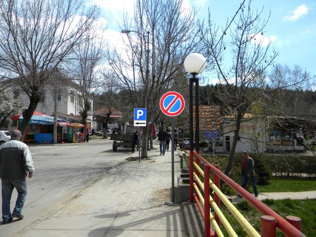 Безбедноста на граѓаните и учесниците во сообраќајот е едно од приоритетите на градоначалникот Поповски и општина Пехчево. Токму поради зголемување на безбедноста во сообраќајот, денес во општина Пехчево започнаа активностите за поставување на нови сообраќајни знаци во градот.