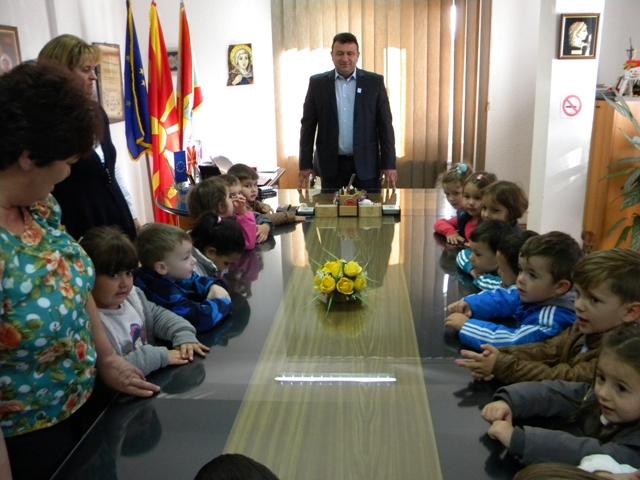 На вториот ден од одбележувањето на Недела на детето, прием за децата од градинката организираше градоначалникот Игор Поповски.