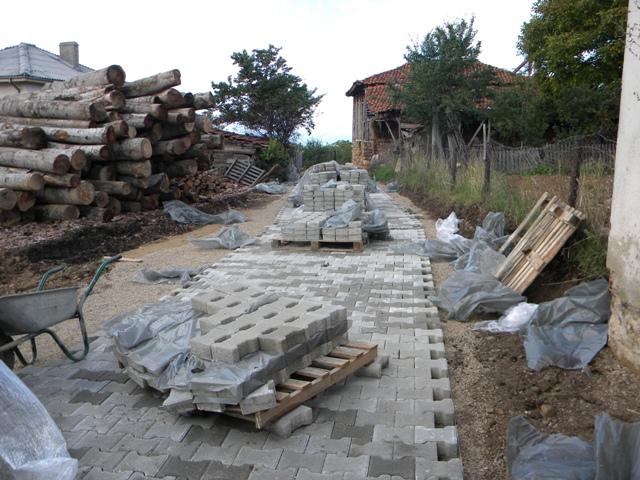 Продолжува разубавувањето на градот и градежните активности во Пехчево. Со инвестиција од над 1.000.000 денари одвоени од Буџетот на Општина Пехчево, во завршна фаза е изградбата на улицата Питу Гули.