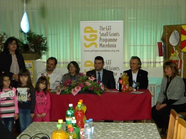 """Денеска во Пехчево беа презентирани резултатите од проектот """"Намалување на СО2 и заштеда на финансии преку замена на фосилно гориво со обновливи извори а енергија"""" ."""