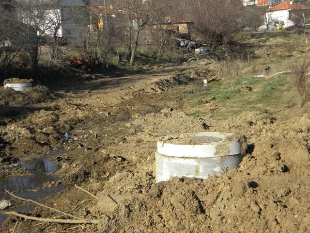 Општина Пехчево деновиве заврши со реализација на уште еден проект кој е од витално значење за граѓаните. Заврши реконструкцијата на фекалната канализација во село Умлена, проект кој локалната самоуправа го доби преку Агенцијата за финансиска поддршка во земјоделието и руралниот развој на РМ.