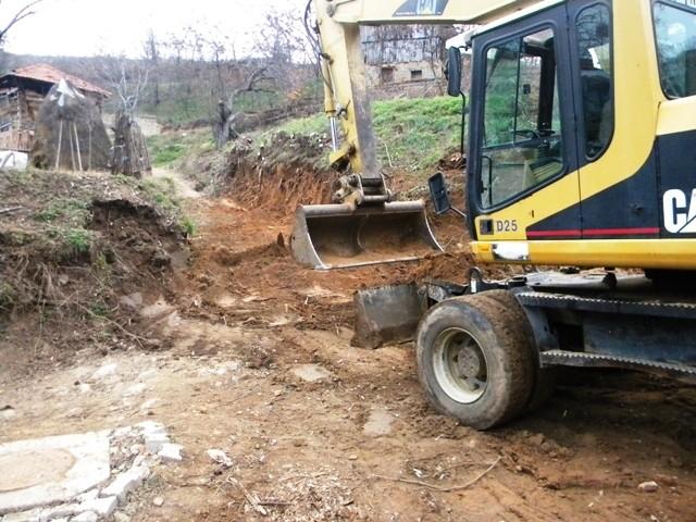 Денес беше означен стартот на градежните работи за изградба на улица во село Црник.