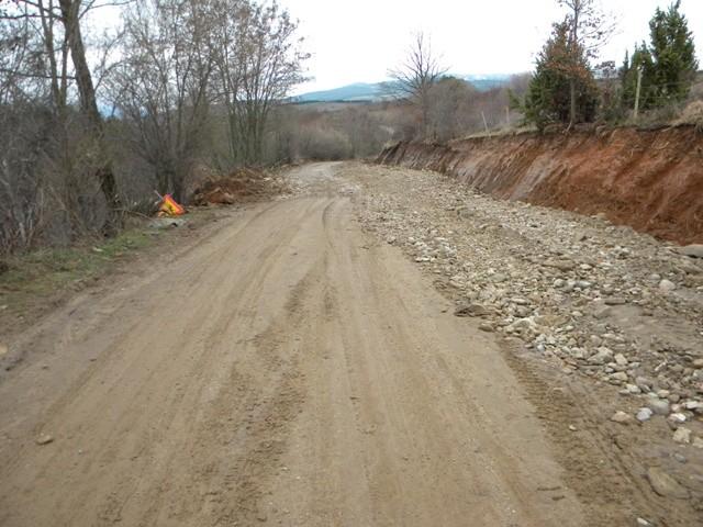 Патотниот правец Пехчево-туристичката населба Равна река кој во четвртокот беше блокиран поради свлечиште и однесе дел од патот кон населбата, е саниран и од вчера е прооден,а сообраќајот е нормализиран за сите видови моторни возила.