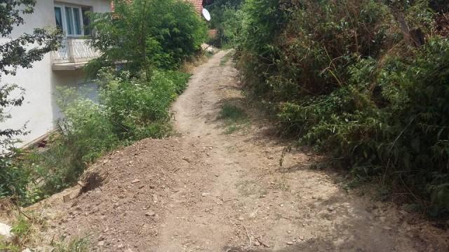 Улица во должина од 300 метри ќе се гради во пехчевското село Црник преку Декадата на Ромите. Министерот без ресор Неждет Мустафа кој денеска престојуваше во ова пехчевско село, истакна дека е задоволен што за кратко време и со поддршка од Општина Пехчево се завршија подготвителните работи за изградба на улицата која повеќе децении им создаваше проблеми на жителите.