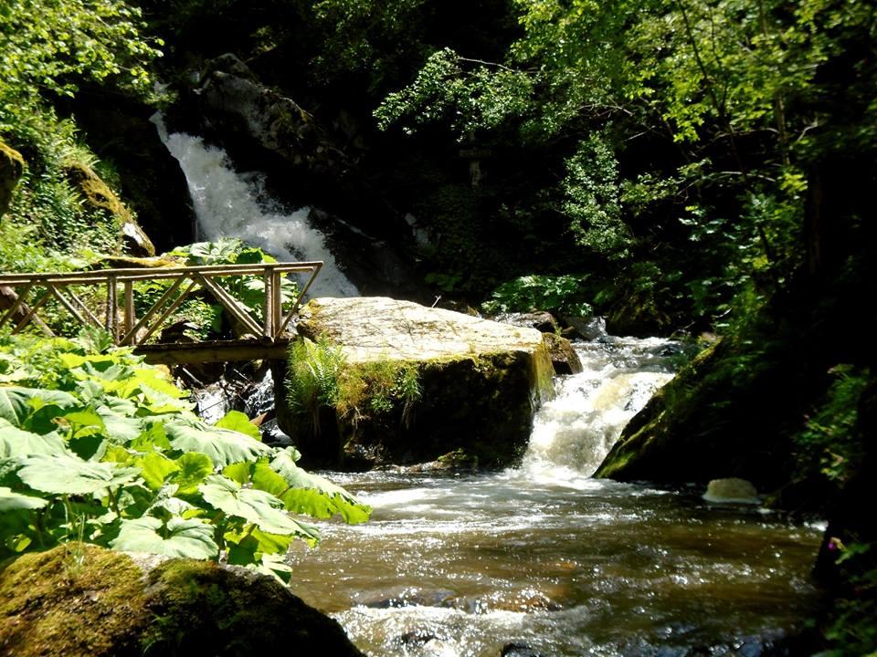Равна река
