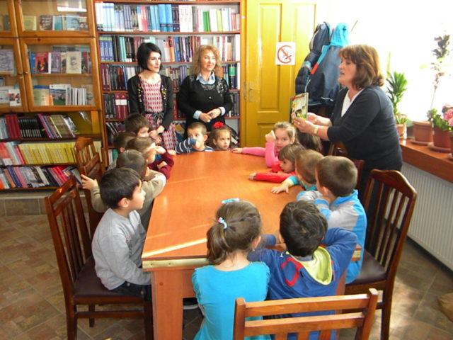 Дечиња библиотека