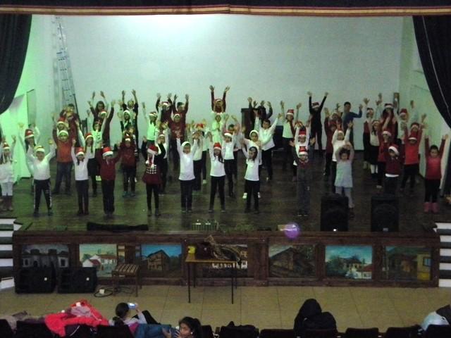 """Домот на културата """"Јане Сандански"""" – Пехчево, на ден 23.12.2016 година ( Петок ) со почеток во 19:00 часот во салата на Домот на културата, организира Новогодишен концерт по повод Новогодишните и Божиќните празници"""