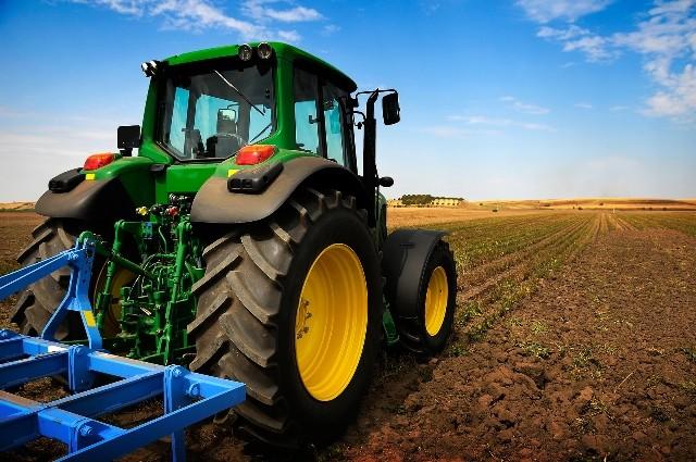 Traktor-traktor-zemjodelie-zemjodelie