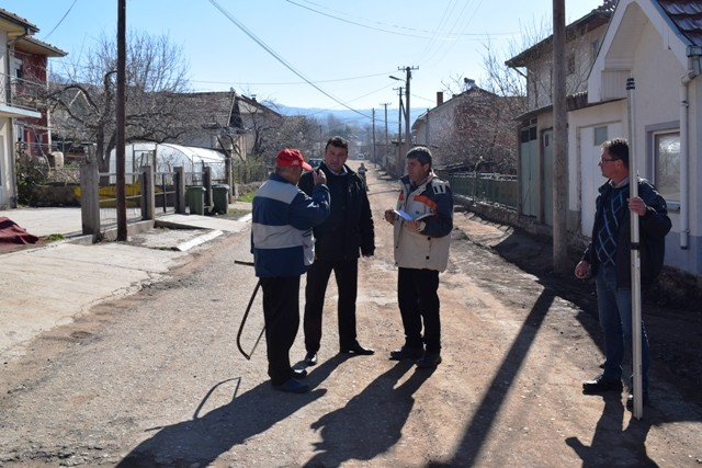 Градоначалникот Поповски денес беше во посета на улицата Буковик каде во моментот се извршуваат градежните работи.
