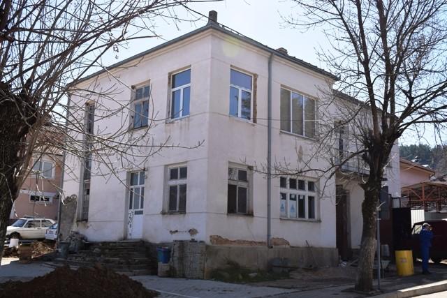 Општина Пехчево започна со реконструкција на старата пожарна зграда во центарот на Пехчево за потребите на пензионерите, односно за реконструкција на дел од просториите од првиот кат за изградба на пензионерски клуб.
